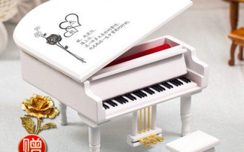 实木刻字钢琴音乐盒
